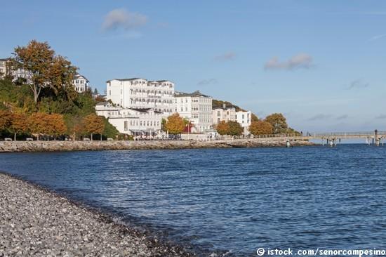 Viele Unterkünfte auf Rügen liegen direkt am Strand.
