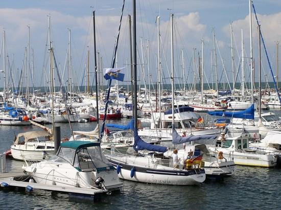 Eine Yacht chartern auf Rügen